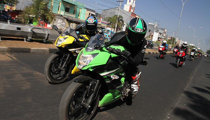 Kawasaki-Makassar-Smart-&-Safety-Riding-Bersama-Komunitas-Ninja-RR-Mono-2