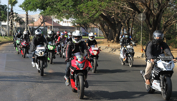 Kawasaki-Makassar-Smart-&-Safety-Riding-Bersama-Komunitas-Ninja-RR-Mono-3