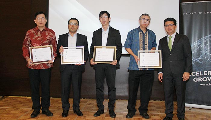 toyota-kijang-innova-frost-and-sullivan-car-of-the-year-2016-2
