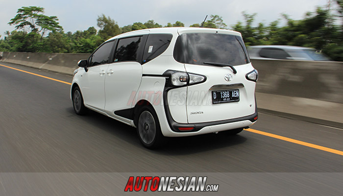 Test-drive-toyota-all-sienta-indonesia-2