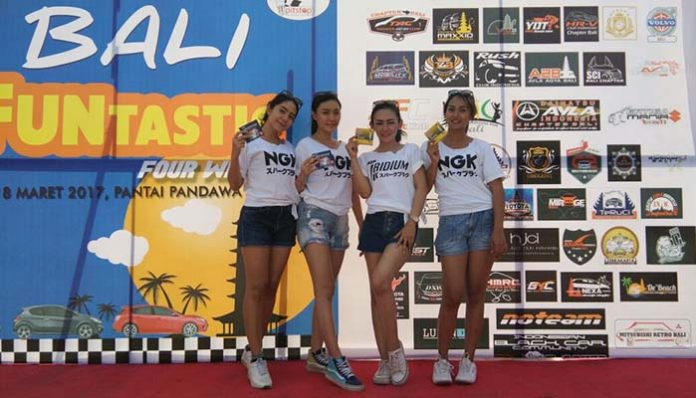 Para Sales Promotion Girls (SPG) di NGK Pitstop Bali