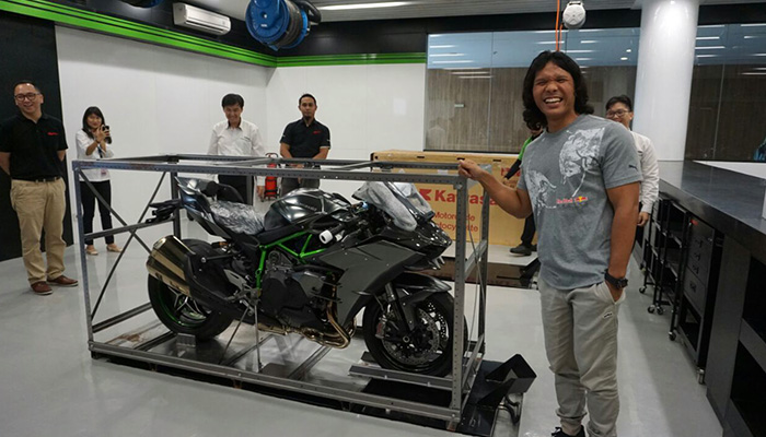 Unboxing Kawasaki H2 Carbon indonesia