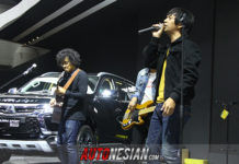 D'Masiv Band meriahkan booth Mitsubishi di Indonesia International Motor Show (IIMS) 2018