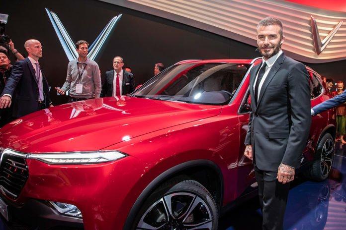 David Beckham bersama SUV Vinfast LUX SA2.0