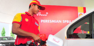 Operator SPBU Shell Indonesia