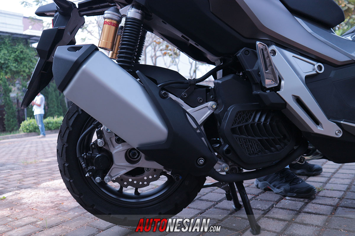 First Impression motor honda adv150