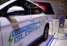 Pengisian tenaga baterai mobil listrik DFSK Glory E3